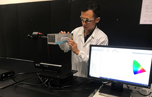 Dr Ronnie Teo testing his high-efficacy UVC solution